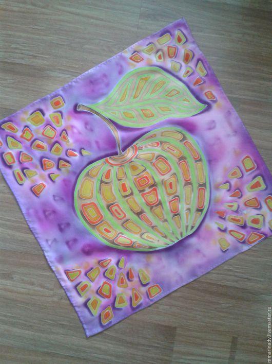 Шейный платочек `Молодильное яблочко`, 50-50 см., шёлк атлас, холодный батик. Авторский батик Марины Маховской. Платки и шарфы ручной работы.
