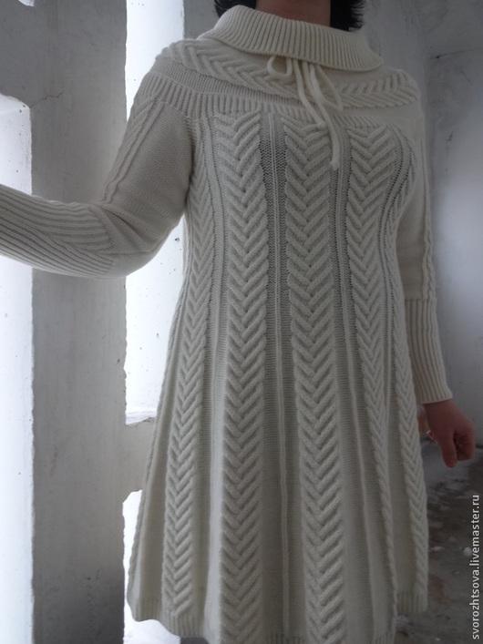 Платья ручной работы. Ярмарка Мастеров - ручная работа. Купить Вязаное белое платье с косами.. Handmade. Белый, теплое платье