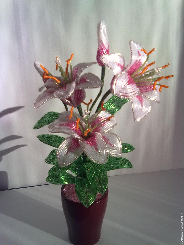 Цветы из бисера лилии