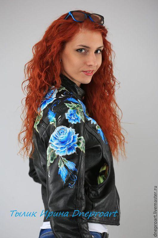 """Верхняя одежда ручной работы. Ярмарка Мастеров - ручная работа. Купить Кожаная куртка """"Синие розы""""с ручной росписью. Handmade."""