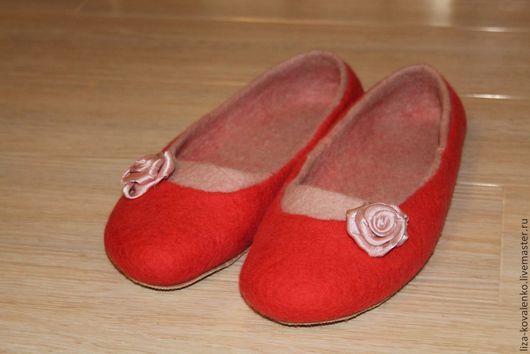 """Обувь ручной работы. Ярмарка Мастеров - ручная работа. Купить Тапочки валяные """" Алые розы"""". Handmade. Ярко-красный"""