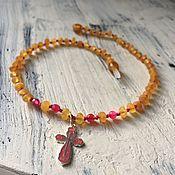 Подарки к праздникам ручной работы. Ярмарка Мастеров - ручная работа Янтарная цепь с эмалированным крестиком. Handmade.