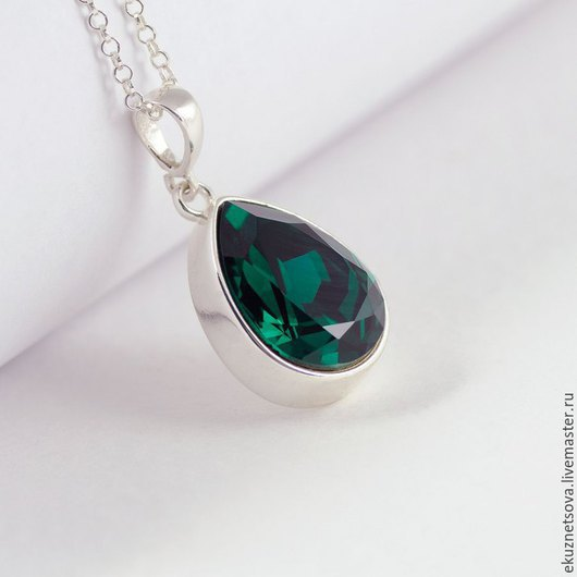 """Кулоны, подвески ручной работы. Ярмарка Мастеров - ручная работа. Купить Кулон  """" Emerald"""" (drop) со Сваровски. Handmade."""