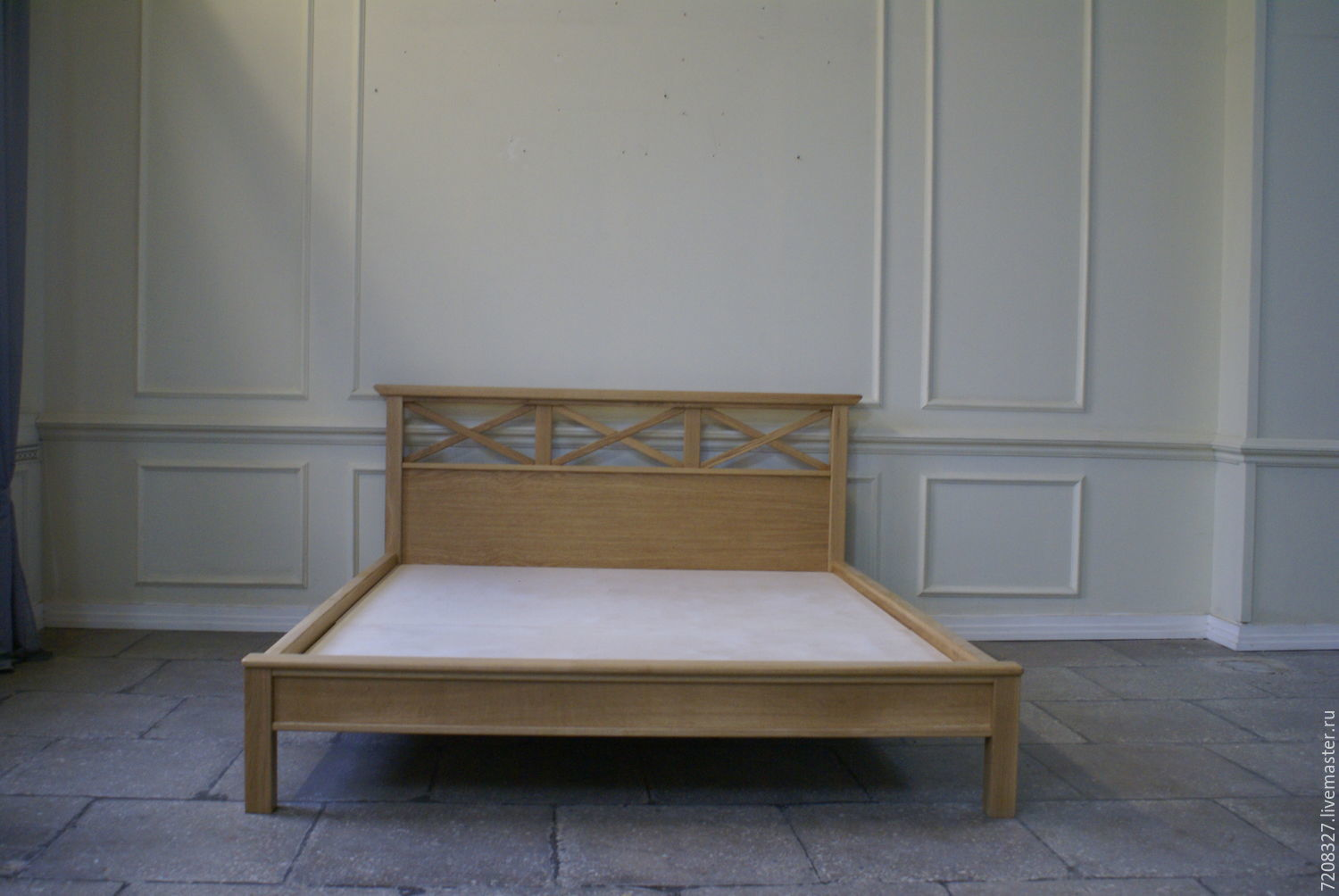 Bed `Country` is made from natural solid oak in a warm rustic traditions. On the headboard, characteristic of this style cross-shaped elements. The possible difference in size and color.