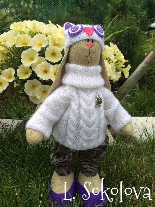 Игрушки животные, ручной работы. Ярмарка Мастеров - ручная работа. Купить Зайка Саша в шапке и свитере. Handmade. Интерьерная кукла