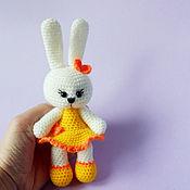 Куклы и игрушки ручной работы. Ярмарка Мастеров - ручная работа Вязаная игрушка Зайка Карамелька. Handmade.