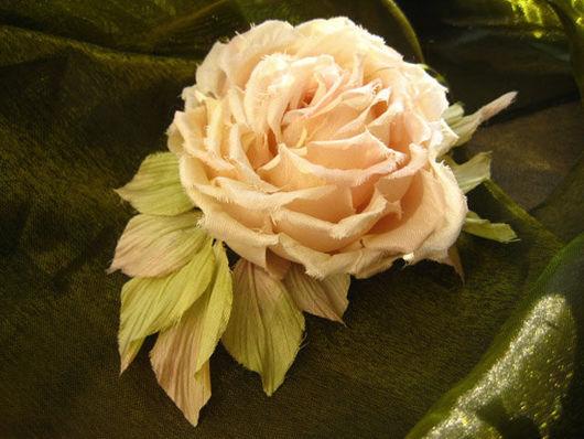 цветы из шелка брошь,цветы из шелка роза. шелковая роза брошь, шелковая роза заколка.цветы из ткани ручной работы, искусственные цветы роза, украшение из шелка роза,украшение из шелка брошь цветок за