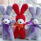 Куклы и игрушки ручной работы. Ярмарка Мастеров - ручная работа Заяц из плюшевой пряжи заяц плюшевый игрушка мягкая в наличии. Handmade.
