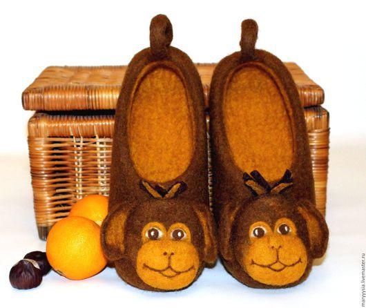 """Обувь ручной работы. Ярмарка Мастеров - ручная работа. Купить тапочки """"веселые обезьянки"""". Handmade. Тапочки, тапочки из войлока, подарок"""