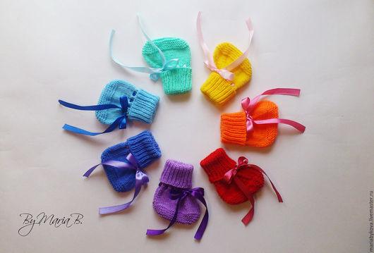 """Для новорожденных, ручной работы. Ярмарка Мастеров - ручная работа. Купить Пинетки с завязками """"Маленькая радуга"""". Handmade. Комбинированный, радуга"""