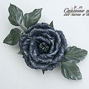 Украшения ручной работы. Ярмарка Мастеров - ручная работа Брошь-цветок из кожи роза Королева ночи темно-синяя. Handmade.