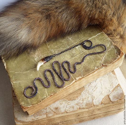 Закладка для книг Волчий клык. Медная закладка для ежедневника, блокнота с подвеской в виде настоящего клыка волка.