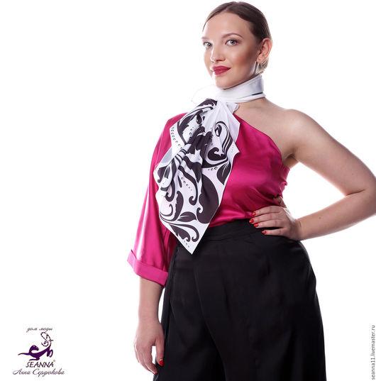 Дизайнер Анна Сердюкова (Дом Моды SEANNA).  Эффектный платок с авторским принтом `Шелковый узор`. Размер платка - 75х75 см. Цена - 2900 руб.