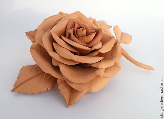 Броши ручной работы. Ярмарка Мастеров - ручная работа. Купить Брошь из кожи Бежево-персиковая роза. Handmade. Бежевый