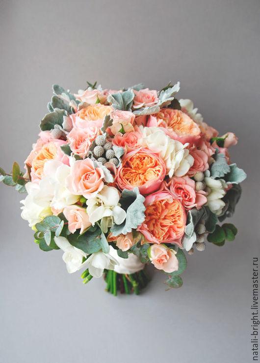 Букет невесты Кораллово-серебристый