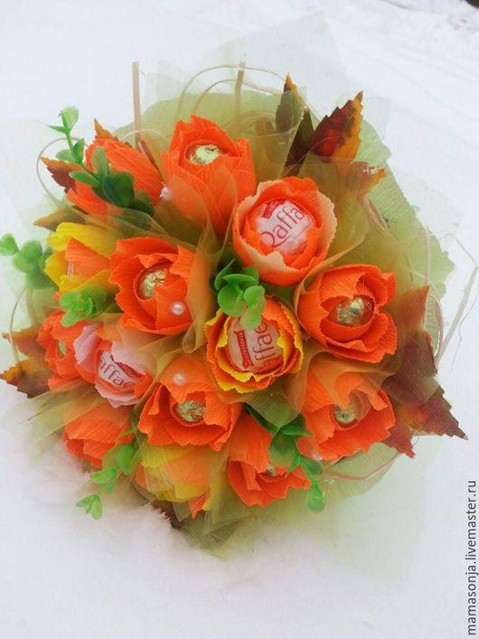 """Букеты ручной работы. Ярмарка Мастеров - ручная работа. Купить Букет из конфет """"Оранжевое настроение"""". Handmade. Розы, рафаэлло"""