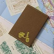 Канцелярские товары ручной работы. Ярмарка Мастеров - ручная работа Обложка на паспорт из крафт бумаги Ретро скутер. Handmade.