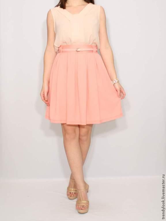 Короткая персиковая юбка