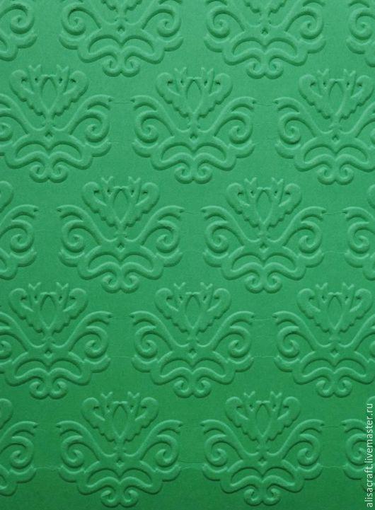 Ярко-зеленая бумага.  Плотность - 160 г. Цена - 5 руб. за один лист.  На фото - пример тиснения.