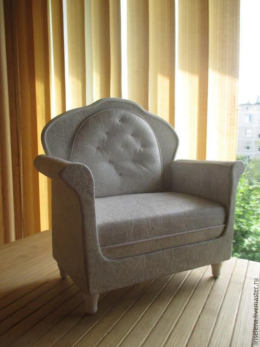 """Кукольный дом ручной работы. Ярмарка Мастеров - ручная работа. Купить Кожаное кресло """"Стильный Белый"""" Для кукол от 32 до 43 см. Handmade."""