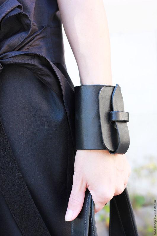 R00103 Уникальный и экстравагантный браслет из натуральной кожи, ручной работы. Красивый подарок, стильный дизайн. Красивое украшение из натуральной кожи.