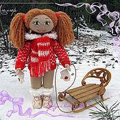Куклы и игрушки ручной работы. Ярмарка Мастеров - ручная работа Текстильная кукла с резными деревянными санями.. Handmade.