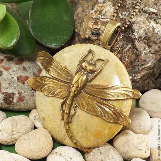 Кулоны, подвески ручной работы. Ярмарка Мастеров - ручная работа. Купить Подвеска Южная стрекоза (окаменелый коралл). Handmade.