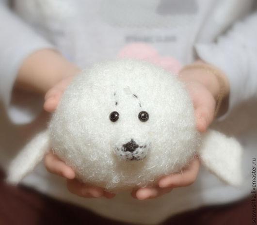 """Игрушки животные, ручной работы. Ярмарка Мастеров - ручная работа. Купить Чудо-шар """"Нерпа"""". Handmade. Белый, нерпа, нерпуша"""