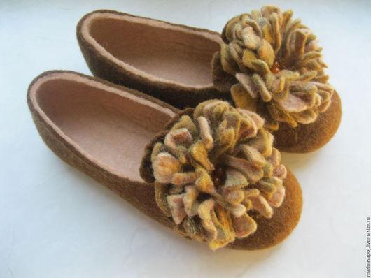 """Обувь ручной работы. Ярмарка Мастеров - ручная работа. Купить Тапочки валяные """"Осенние хризантемы"""". Handmade. Тапочки валяные"""
