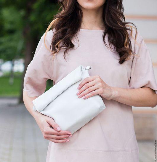 Женские сумки ручной работы. Ярмарка Мастеров - ручная работа. Купить Маленькая кожаная женская сумочка Роллтоп, белая. Handmade.