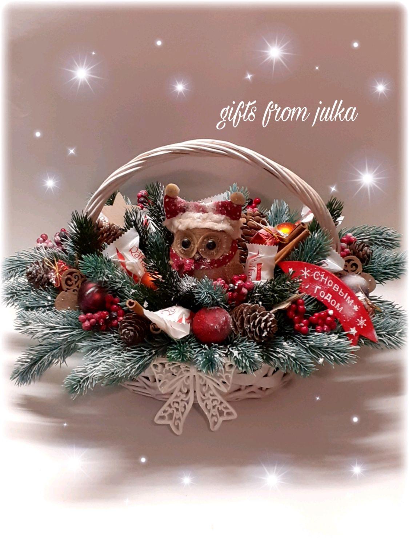 Новогодняя композиция из конфет в корзине, Букеты, Москва,  Фото №1