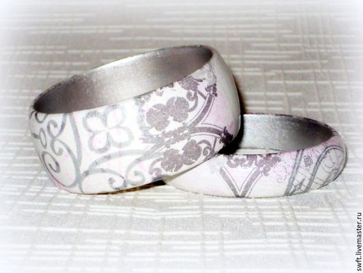 серый белый красивый женский классический недорогой деревянный браслет узор стиль орнамент подарок недорого что подарить девушке женщине сестре подруге маме жене 8 марта день рождения дерево