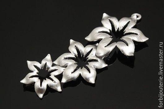 060 Коннектор `Лилии` из латуни с родиевым покрытием. Матовый. Для украшений ручной работы. Южная Корея.