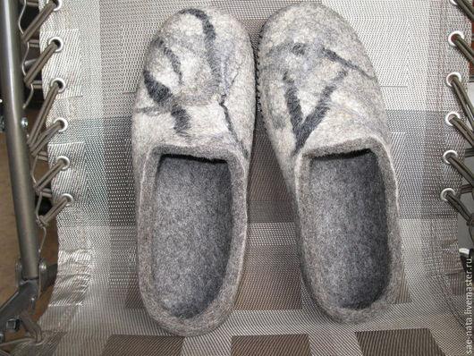 Обувь ручной работы. Ярмарка Мастеров - ручная работа. Купить Тапочки валяные мужские. Handmade. Серый, валяные тапки из шерсти