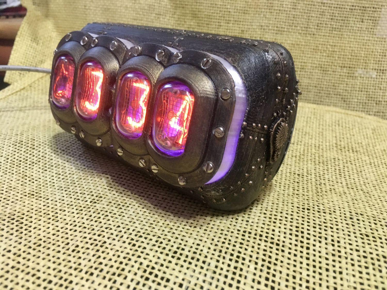 Простые часы - термометр на газоразрядных индикаторах.