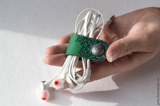 Для телефонов ручной работы. Ярмарка Мастеров - ручная работа. Купить Чехол-застежка (холдер) для наушников, проводов. Handmade.