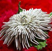 Украшения handmade. Livemaster - original item Leather flowers. Brooch clip NEEDLE WHITE CHRYSANTHEMUM leather.. Handmade.