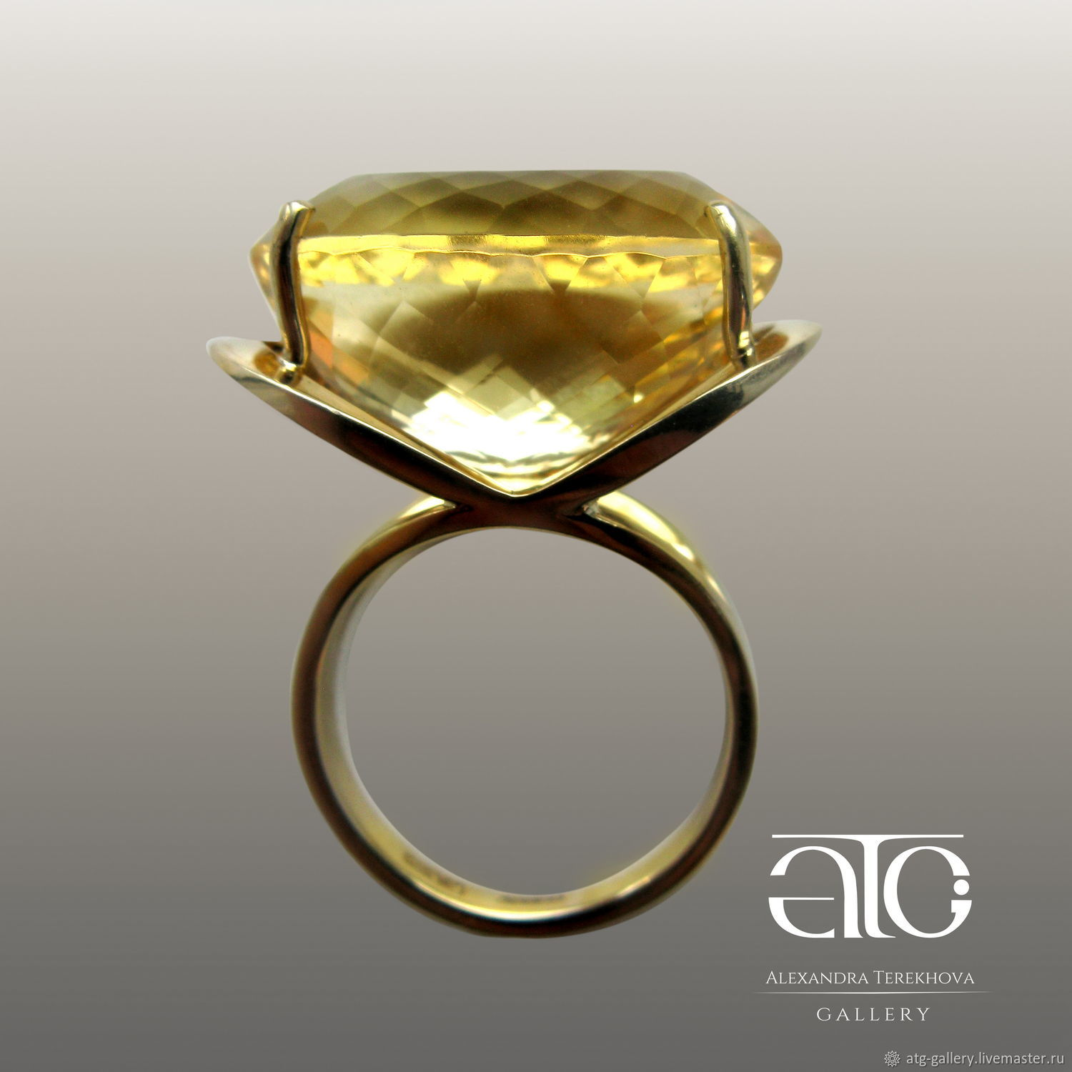 Made to order. Gorgeous ring with a large Golden citrine 23.50 Carat!