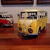 """Скульптуры ручной работы. Ярмарка Мастеров - ручная работа Ретро-модель автомобиля """"Volkswagen Bus"""" 1964 года (№8008). Handmade."""