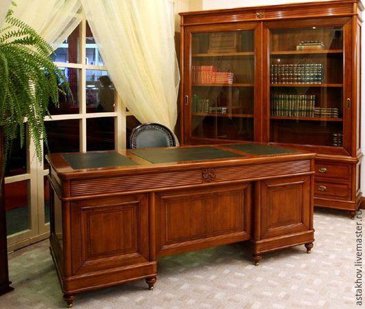 шкаф книжный, стол письменный