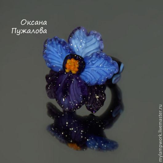 Крупное Кольцо цветок женское стеклянное `Сиреневая орхидея`