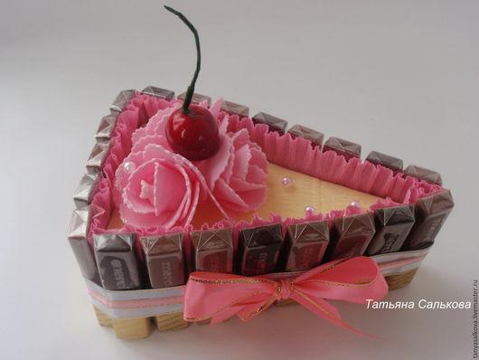 Букеты ручной работы. Ярмарка Мастеров - ручная работа. Купить Подарки на день рождения , 8 марта коллегам.Кусочек тортика из конфет. Handmade.