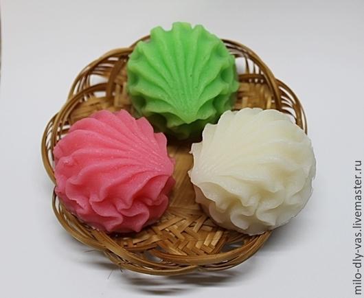 """Мыло ручной работы """"Зефирка"""" на плетенке\r\nЦвет и аромат можно сделать по Вашему желанию, см. в моем блоге."""