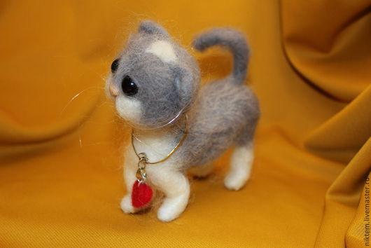 Игрушки животные, ручной работы. Ярмарка Мастеров - ручная работа. Купить Серенький коток авторская интерьерная игрушка войлок. Handmade.