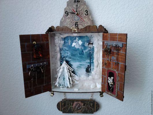 """Часы для дома ручной работы. Ярмарка Мастеров - ручная работа. Купить Часы-ключница """"Дверь в Нарнию"""". Handmade. Коричневый, стекло"""