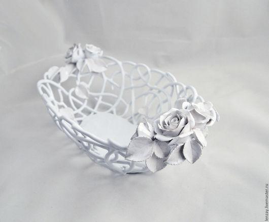 Ваза для фруктов `Розы Ренессанса`. Плетеная керамика и керамические цветы Елены Зайченко.