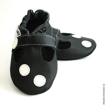 Обувь ручной работы. Ярмарка Мастеров - ручная работа Кожаные чешки тапочки сандалики чёрные с кружочками ebooba. Handmade.
