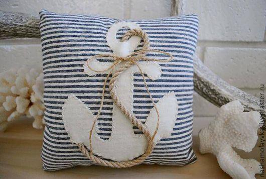 Количество подушек по вашему желанию.))) С удовольствием изготовлю для вас эту оригинальную  подушку!