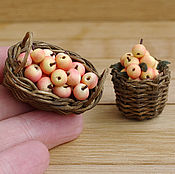 Куклы и игрушки ручной работы. Ярмарка Мастеров - ручная работа Яблоки в корзине - миниатюра. Handmade.