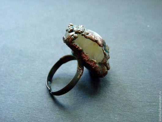 Кольца ручной работы. Ярмарка Мастеров - ручная работа. Купить Перстень медный с натуральным камнем. Handmade. Серый, украшение из меди